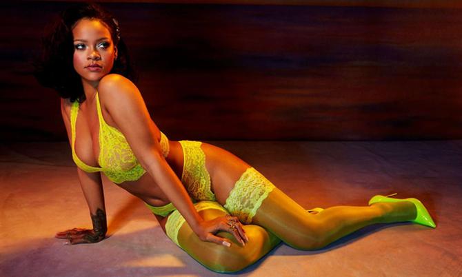 Rihanna sexy với nội y sau khi lên ngôi 'nữ ca sĩ giàu nhất thế giới'