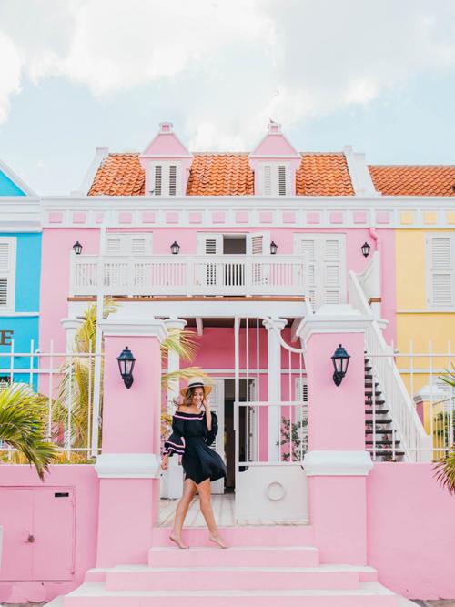 Cùng các nữ blogger khám phá Curacao - hòn đảo đối thủ của Việt Nam - 10