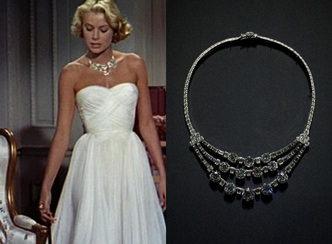 Bộ váy mà Grace Kelly diện trong phim To Catch a Thief và vòng cổ mà Hoàng tử Rainier tặng bà.