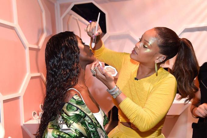 Tháng 9/2017, Rihanna hợp tác với tập đoàn thời trang xa xỉLVMH ra mắt thương hiệu mỹ phẩm Fenty Beauty. Chỉ trong vài tuần đầu tiên, nữ ca sĩ da màu đã bỏ túi hơn 100 triệu USD. Doanh số tiếp tục tăng vọt, được ước tính khoảng 570 triệu USDnăm ngoái. Bên cạnh đó, cô thu về không ít tiền từ hãng nội y của chính mình.