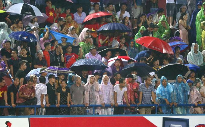 Ước tính có hơn 17.000 CĐV có mặt ở sân Việt Trì trong trận đấu của đội U23 Việt Nam.