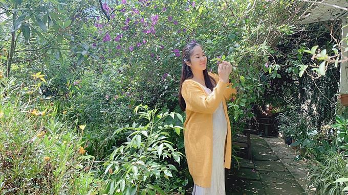Khoảnh khắc thư giãn cuối tuần của bà bầu Lê Phương.
