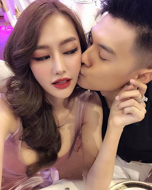 Linh Chi đăng ảnh tình tứ bên chồng yêu Lâm Vinh Hải.