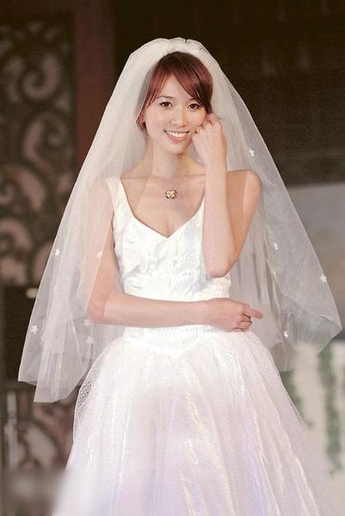 Hình ảnh Lâm Chí Linh diện váy cưới trước khi lấy chồng - page 2
