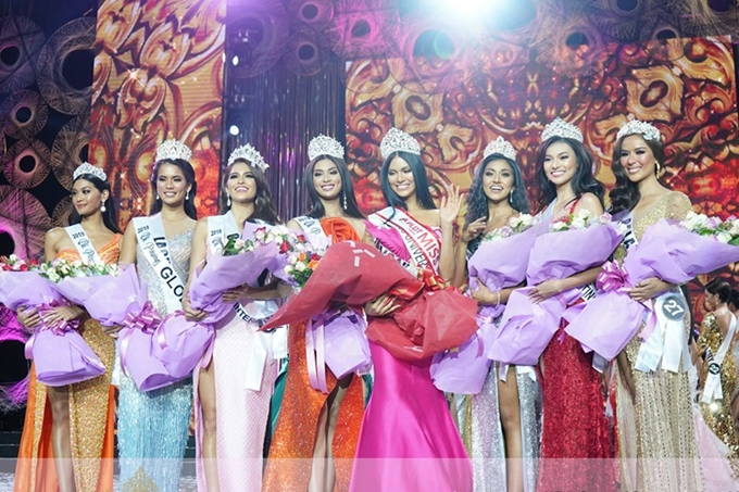 6 Hoa hậu và 2 Á hậu chụp ảnh kỷ niệm sau đêm chung kết.
