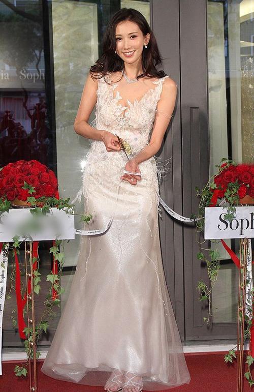 Hình ảnh Lâm Chí Linh diện váy cưới trước khi lấy chồng - page 2 - 2