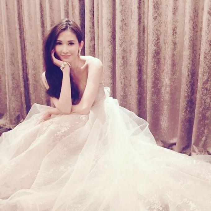 Hình ảnh Lâm Chí Linh diện váy cưới trước khi lấy chồng - page 2 - 4