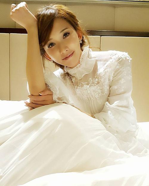 Hình ảnh Lâm Chí Linh diện váy cưới trước khi lấy chồng - page 2 - 5