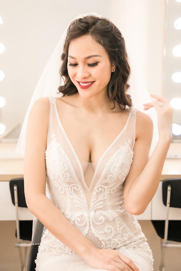 Trong tiệc cưới, cô còn chuẩn bị màn khiêu vũ để các khách mời tham gia.