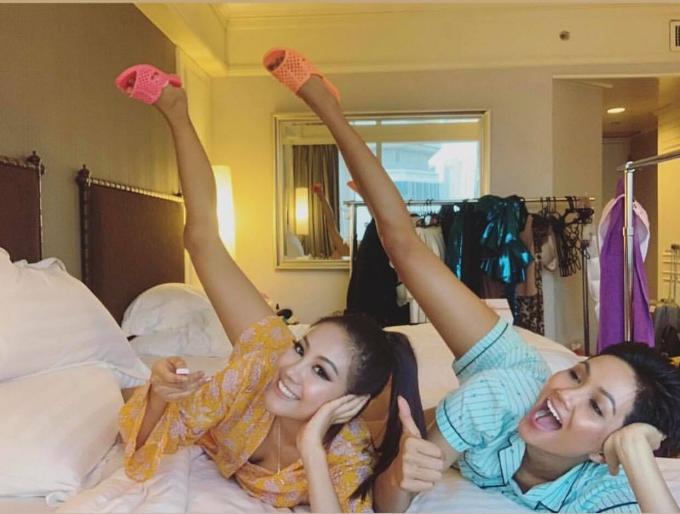 HHen còn tặng vật dụng quen thuộc này cho người bạn cùng phòng - Hoa hậu Hàn Quốc.