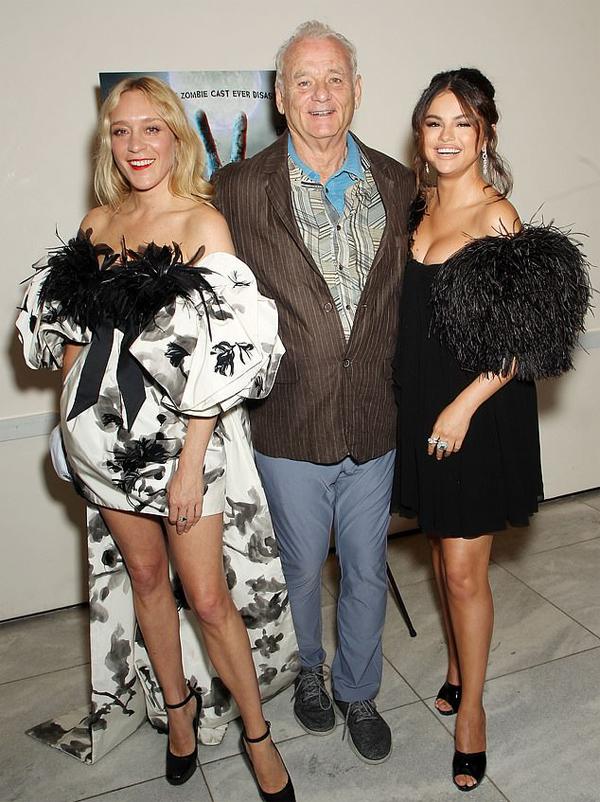 Selena bên ngôi sao gạo cội Bill Murray và nữ diễn viên Chloë Sevigny. Cả ba tái ngộ sau buổi quảng bá phim The Dead Dont Die tại liên hoan phim Cannes vào tháng trước.