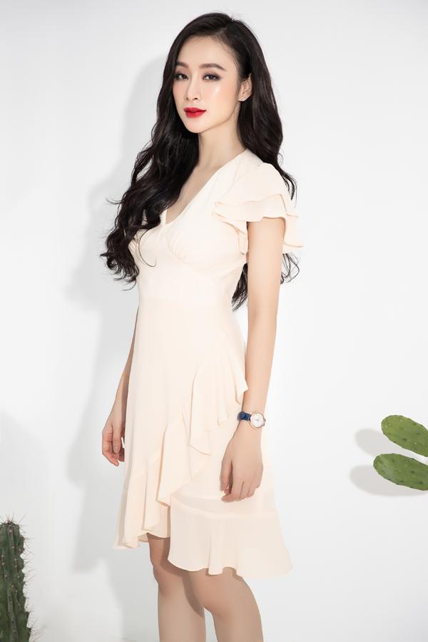 Những xu hướng váy bèo nhún, váy xếp tầng, váy đơn sắc đang được phái đẹp ưa chuộng cũng được Phương Trang đưa vào bộ sưu tập mới.