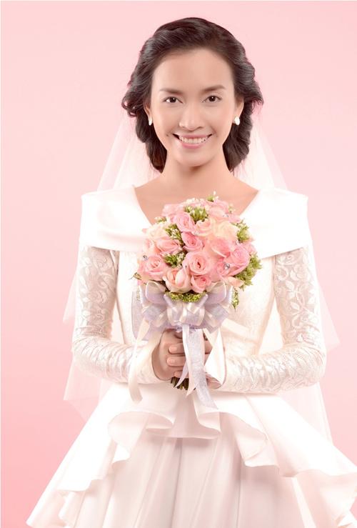 Trong MV Cô dâu, Ái Phương đã diện đến 4 thiết kế váy cưới mangcác phong cách đa dạng.