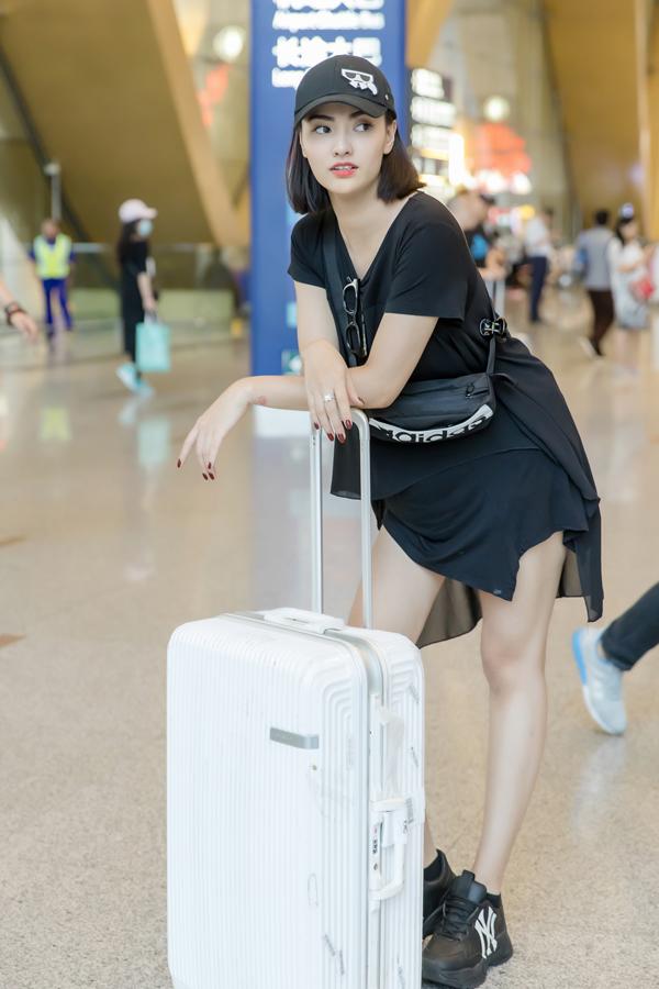 Hồng Quế phải nhờ bố mẹ chăm sóc con gái Cherry trong thời gian đi công tác.Cô còn dự định sẽ đi thăm thú một số địa danh du lịch nổi tiếng củaCôn Minh cùng NTK Hà Duy sau khi chương trình kết thúc.
