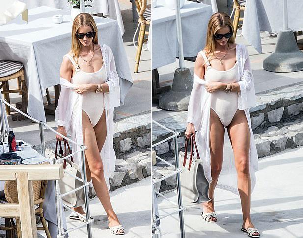 Mặc dù bận rộn chăm con, năm 2018 Rosie Huntington-Whiteley vẫn nằm trong top 10 người mẫu kiếm tiền nhiều nhất thế giới, theo thống kê của tạp chí Forbes. Thu nhập của Rosie đến từ việc kinh doanh dòng nội y, mỹ phẩm và nước hoa riêng bên cạnh các hợp đồng quảng cáo với cửa hàng Marks & Spencer tại Anh.