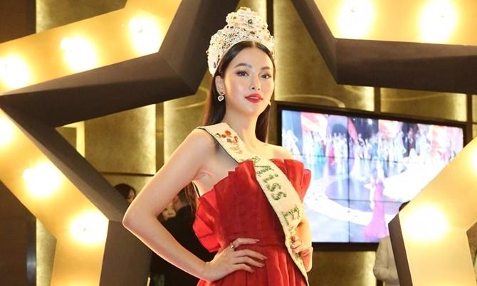 Phương Khánh đội vương miện 3,5 tỷ dự event ở Singapore