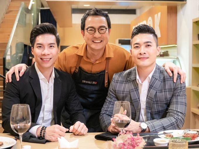 Đầu bếp Lee Wook Jung dành thời gian lắng nghe và chế biến các món ăn phù hợp với cảm xúc câu chuyện của anh em Quốc Cơ - Quốc Nghiệp.