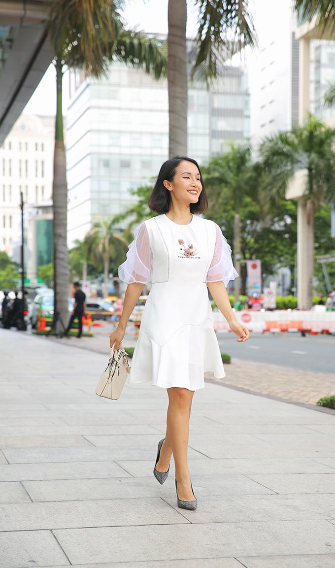 Cô nàng Giang - chủ kênh Giang Ơi thường xuyên trò chuyện vềphong cách sống tối giản cho hayluôn biết trước mình sẽ mặc các trang phục gì khi đi ra ngoài. Tính cáchchỉn chu và thích lên kế hoạch một cách khoa học, Giang luôn sắp xếp và chuẩn bị các cuộc hẹn đi chơi cuối tuần của mình từ các ngày trong tuần thay vì các cuộc hẹn tùy hứng.Nữ bloggerchọn giày, túi phù hợp với bộ trang phục và nhờ có các sản phẩm trong BST Xuân Hè của Aldo. Cô nàngcảm thấy tự tin khi đến với sự kiện quan trọng như Coffee with the AldoCrewcuối tuần vừa rồi.