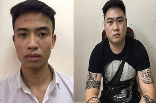 Hai tú ông môi giới cho nhân viên bán dâm.
