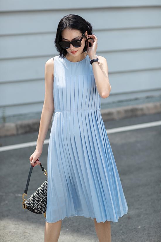 Nắm bắt nhanh nhậy của dòng chảy thời trang, biên tập Thanh Trúc Trương đã tung ra loạt váy áo mới với điểm nhấn chủ đạo là chi tiết xếp ly.