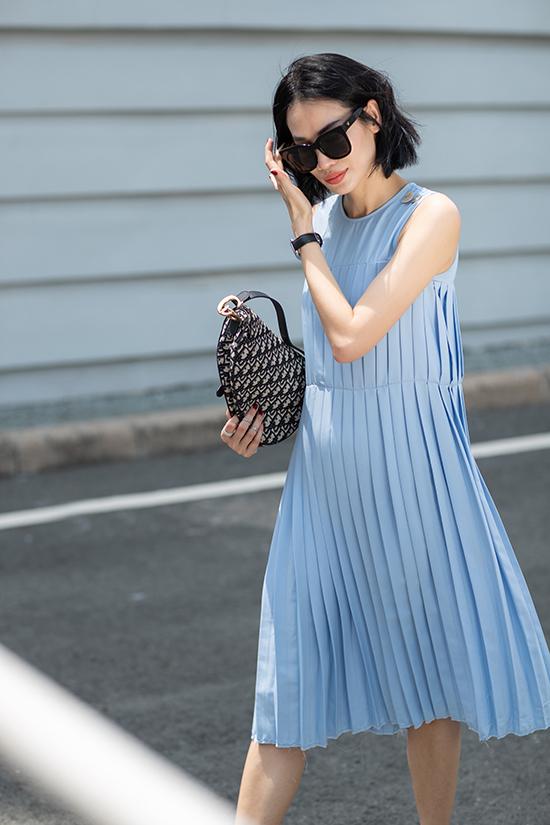 Ở các mùa thời trang trước, váy xếp ly kiểu midi hay dáng xòe là trang phục thịnh hành nhất. Nhưng ở năm 2019, xu hướng này lại được thêm nhiều điểm nhấn mới mẻ và thu hút hơn.