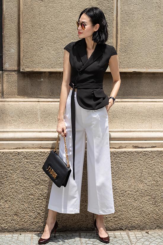 Ngoài việc nhiệt tình lăng xê xu hướng trang phục xếp ly, biên tập viên thời trang còn giới thiệu nhiều kiểu váy nhẹ nhàng, áo - quần đồng điệu cùng trào lưu mới.
