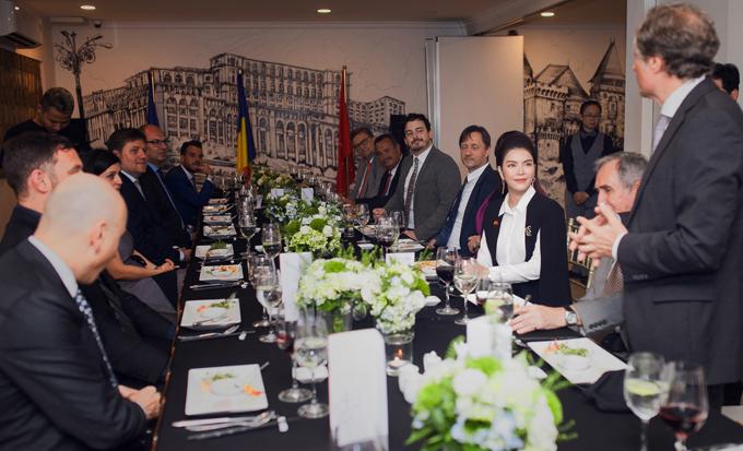 Lý Nhã Kỳ mở tiệc tiếp đoàn ngoại giao châu Âu - 5