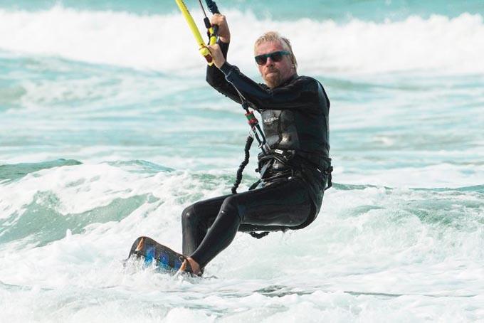 Tỷ phú Richard Branson yêu thích thể thao và thường tham gia các hoạt động thể chất. Ảnh: BI.