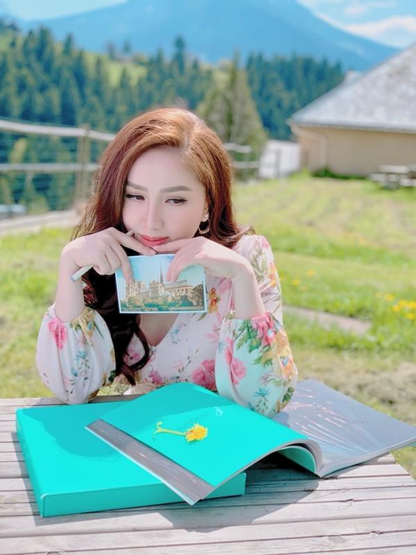 Bảo Thy sinh năm 1988, từng nổi tiếng sau một cuộc thi âm nhạc online của giới trẻ vào năm 2006. Cô sở hữu chất giọng ngọt ngào cùngnhiều bản hit: Khóc thêm lần nữa, Ngày buồn nhất, Công chúa bong bóng (song ca Quang Vinh). Năm 2017, cô tiếp tục đăng quang The Remix.