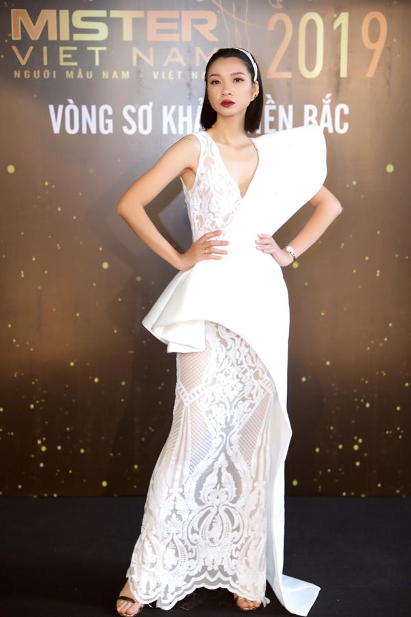 Hoa hậu Thu Thuỷ đọ sắc vóc bên Đàm Lưu Ly - 2