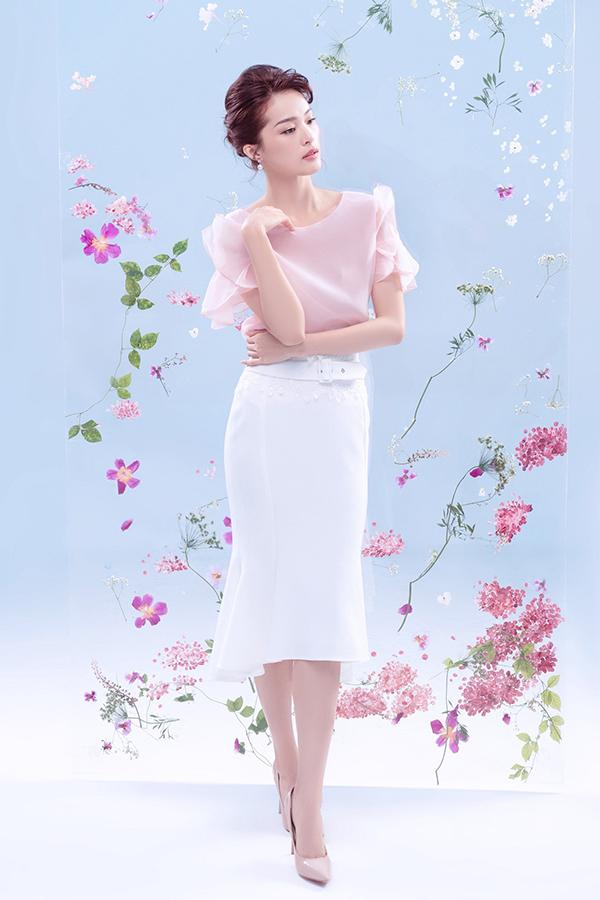 Màu pastel quen thuộc như hồng thạch anh, hồng phấn, xanh dương được chọn lựa làm gam màu chủ đạo cho bộ sưu tập.
