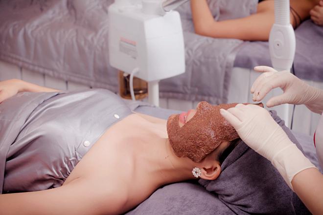 Mặt nạ nhũ hoa được Hoa hậu lựa chọn trong liệu trình chăm sóc da.