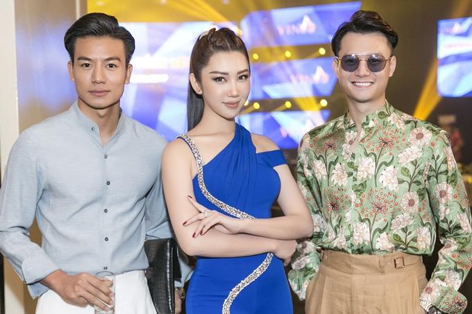 Thúy Ngân hội ngộ diễn viên Anh Dũng (phim Sống chung với mẹ chồng - phải) và Hiếu Nguyễn.