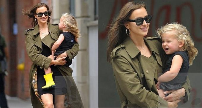 Irina và con gái rạng rỡ trên phố New York. Siêu mẫu từng chia sẻ rằng, trở thành mẹ không thay đổi cách ăn mặc của cô, thậm chí còn giúp cô tự tin hơn với cơ thể mình.