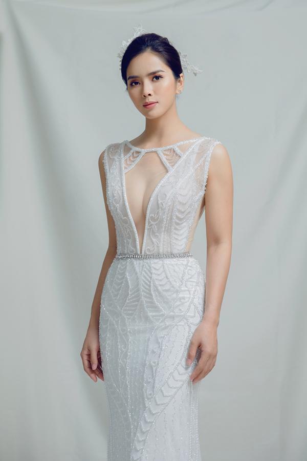 Bộ ảnh được thực hiện bởi nhiếp ảnh Alex Cui, trang điểm Trung Lạc, trang phục Chinh Brial.