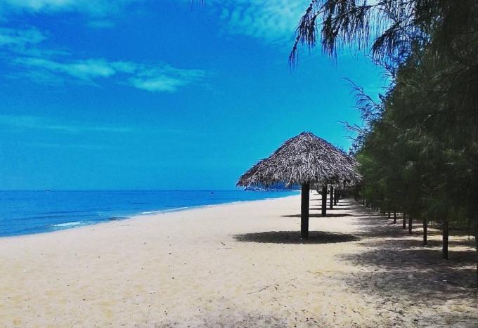 24h ở bãi biển vắng đẹp như tranh ở Quảng Ngãi - 1