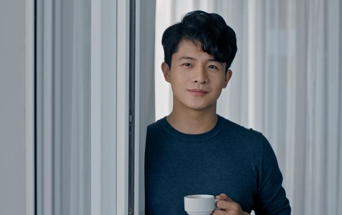 [Caption] Harry Lu cho biết dù điểm tương đồng giữa hai nhân vật này khá rõ ràng nhưng đó lại trở thành thử thách của anh khi diễn.
