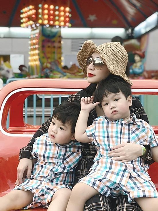 Dù gặp nhiều vất vả, hai bé Ben và Liam mang đến nhiều niềm vui cho gia đình Quỳnh Trâm.