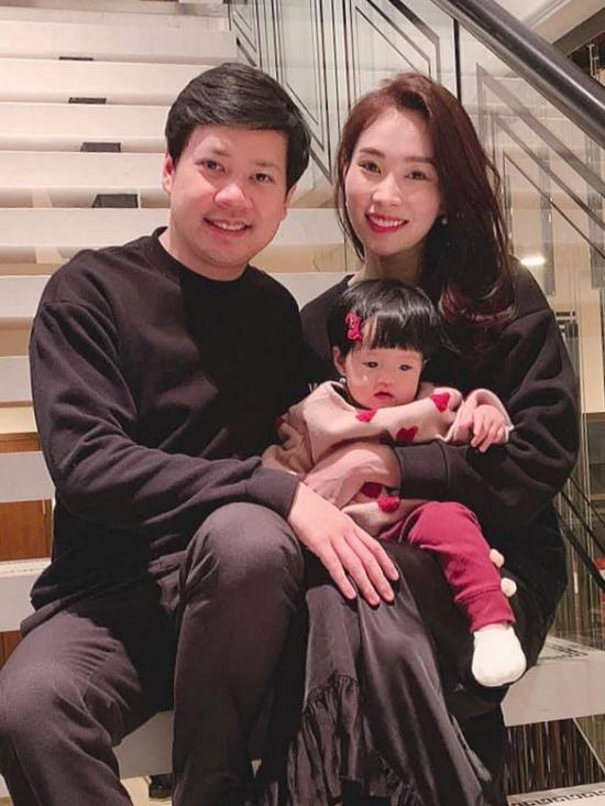Hoa hậu Đặng Thu Thảo hạ sinh con gái đầu lòng tên Sophie sau khi lên xe hoa với doanh nhân Trung Tín. Sophie được khen thừa hưởng nhiều nét đẹp từ bố mẹ.