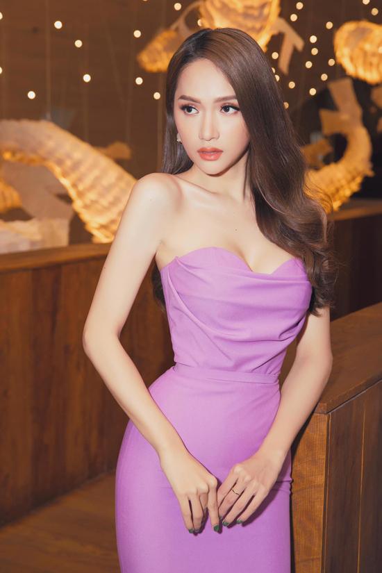 Lịch làm việc dầy đặc với nhiều vai trò trên các show truyền hình ăn khách nhưng Hương Giang luônthể hiện được phong cách chỉn chu và hiếm khi mắc lỗi về trang phục.
