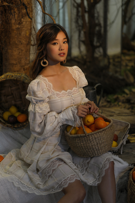 6 cô gái xinh đẹp trong bộ ảnh mới đều gây chú ý và tỏa sáng bằng thần thái, phong cách riêng của mình. Chung Thanh Phong đã khéo léo chọn lựa những gương mặt sáng giá, sở hữu những màu sắc cá tính khác nhau.