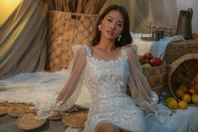 Xu hướng trang sức ngọc trai, trang phục trong suốt, vải xuyên thấu được nhà mốt Việt nhanh chóng cập nhật ở bộ sưu tập mới.