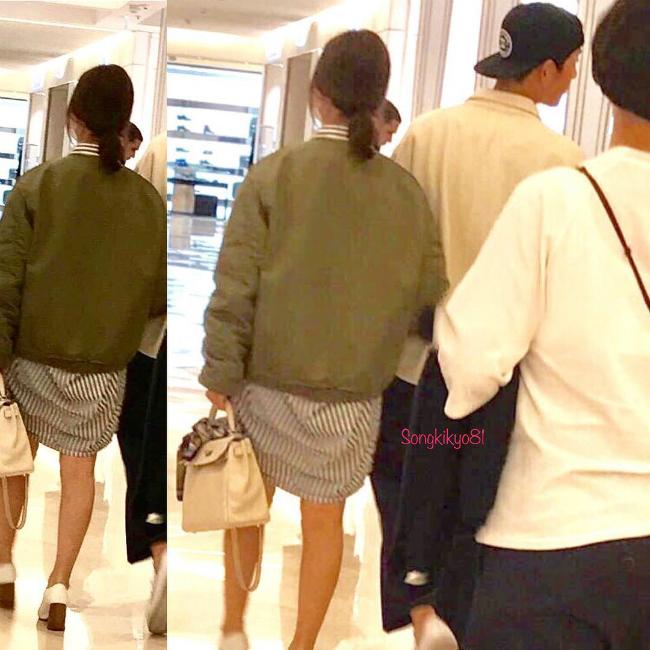 Trước ngày cưới, Song Hye Kyo và Song Joong Ki không ít lần được công chúng bắt gặp tay trong tay đi dạo phố ở nước ngoài, mua sắm chuẩn bị cho tiệc cưới và hẹn hò nghe nhạc.