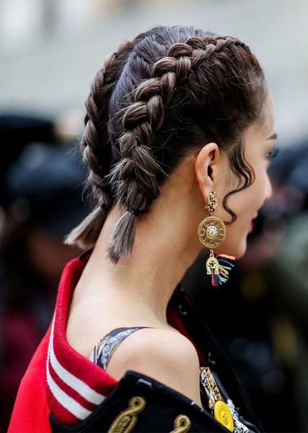 Kiểu tết đôi đơn giản mà cá tính này hợp với những trang phục có phong cách khỏe khoắn.