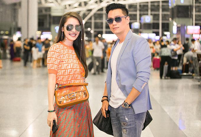 Ngoài chuyện đi Hàn Quốc tút lại ngoại hìnhcho Việt Anh, Quế Vân còn nói đùa rằng hai người muốn thăm hỏi cặp đôi nổi tiếng Song Jong Ki - Song Hye Kyo. Nữ ca sĩ cảm thấy hoàn cảnh của cặp sao Hàn rất giống Việt Anh vì vừa đổ vỡ hôn nhân, gây xôn xao làng giải trí.
