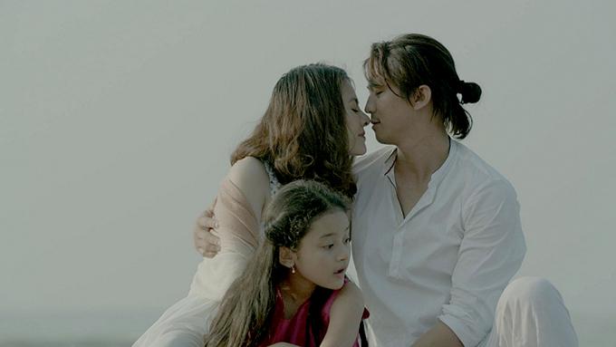 Vân Trang đóng cặp với Hà Việt Dũng trong phim.