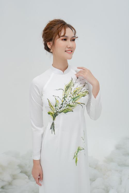 Tà áo dành cho nàng dâu chuộng sự đơn giản và yêu thích nét đẹp truyền thống.