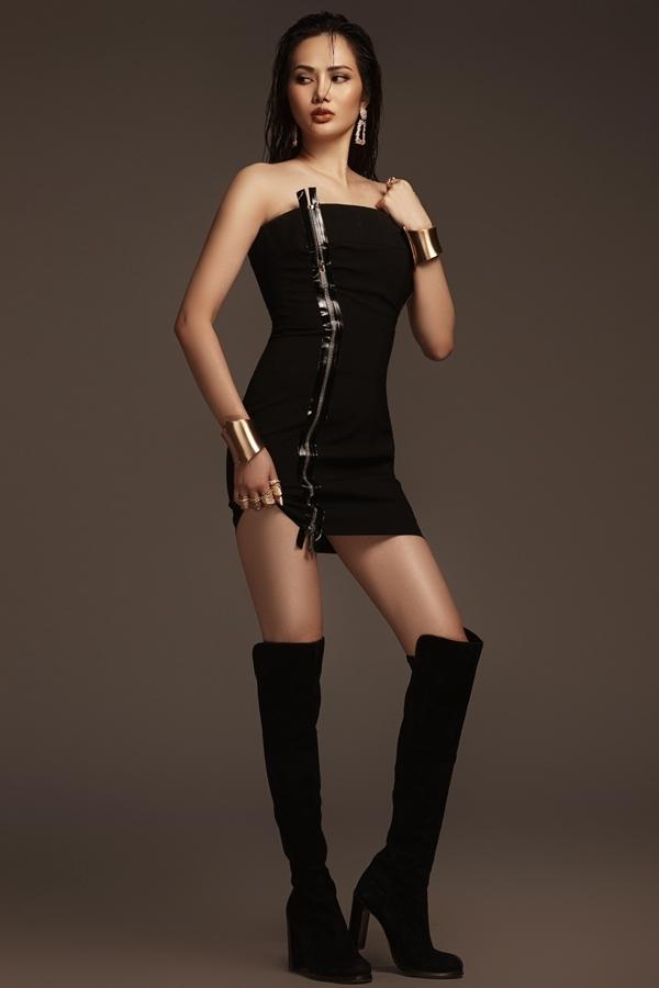 Trang phục tông đen tăng vẻ khỏe khoắn và cá tính cho người đẹp 28 tuổi.