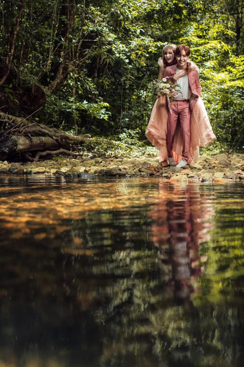 Những cung bậc tình yêu được uyên ương thể hiện thông qua các hành động tình cảm.
