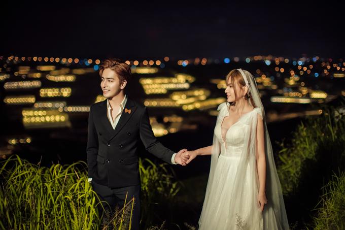 NTK Tâm Lâm là người thiết kế trang phục cho Thu Thủy. Đây là những thiết kế váy cưới tâm huyết, được chuẩn bị kỹ lưỡng để tôn nét đẹp của cô dâu.